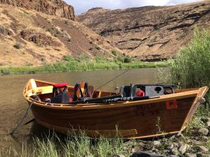 Fully Outfitted Boat On the John Day River | WVO